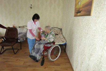 Догляд за літніми людьми