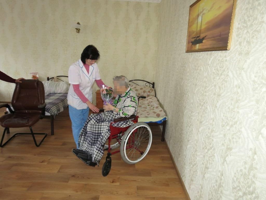 Пожилые люди — помощь и уход
