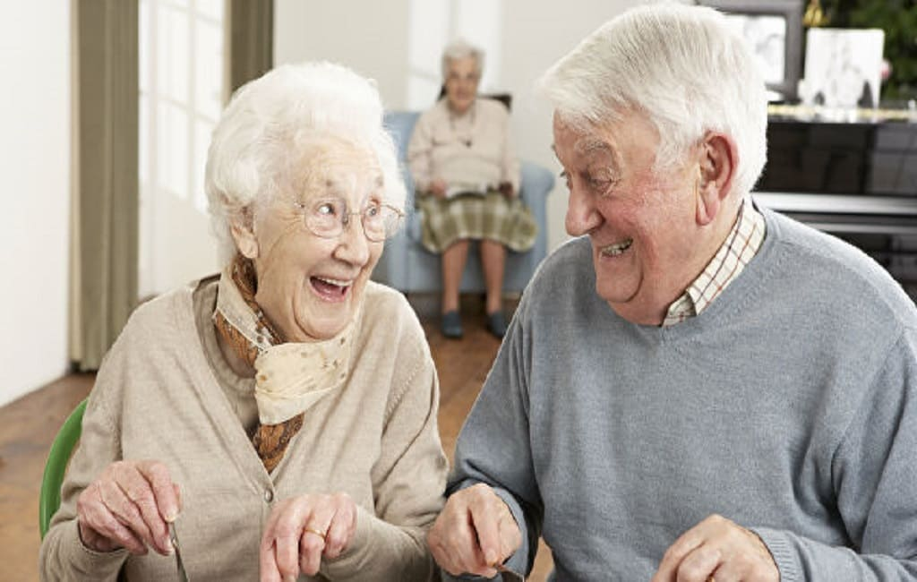Позитивні відгуки про будинки для престарілих пов'язані з більш низькою частотою повторних госпіталізацій